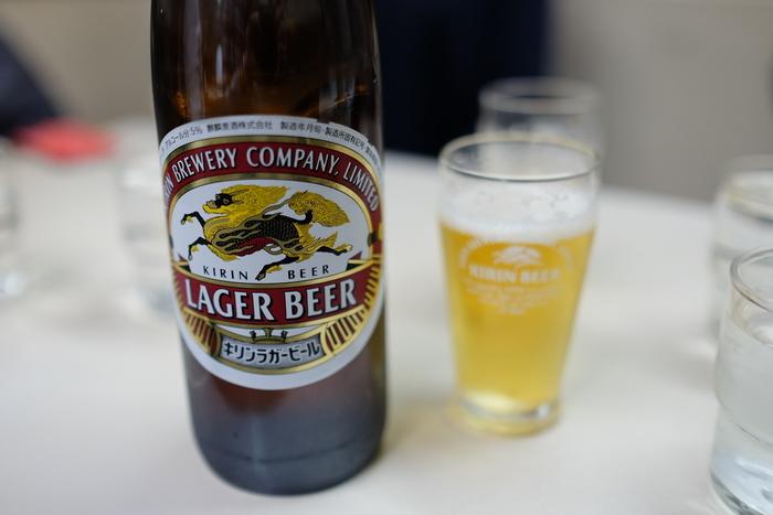 一汗かいた後のビールは、甘露の味。【画像は、昭和レトロな雰囲気が魅力の食堂「篠田屋」。】