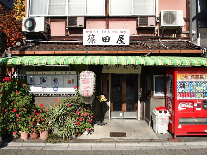 三条駅徒歩1分の「篠田屋」は、昭和レトロな雰囲気と味が魅力の人気食堂。