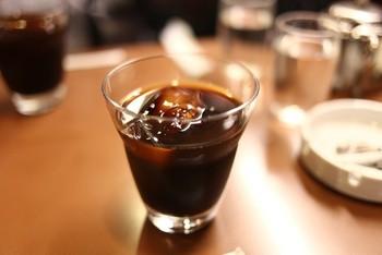 """1951年2月9日創業の喫茶店「アラビヤコーヒー」は、創業当初から""""うまい!珈琲""""にこだわり、味のわからないお客とはケンカもしたそうです。本物至上主義を貫いた先代の意思を受継いだ二代目の淹れるコーヒーも絶品です。"""