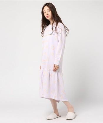 綿100%素材が気持ちよいワンピース。 裾のスナップボタンを留めればロンパース風に♪寝相が悪くたって大丈夫です。