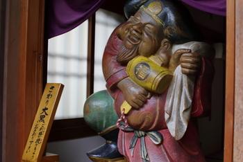 下境内には鎌倉七福神の「大黒天」が祀られた大黒堂があります。ふくよかな姿から「豊かさを司り、出世、開運、商売繁盛のご利益がある」と信じられるようになった大黒さま。是非、福運を授かりたいですね。