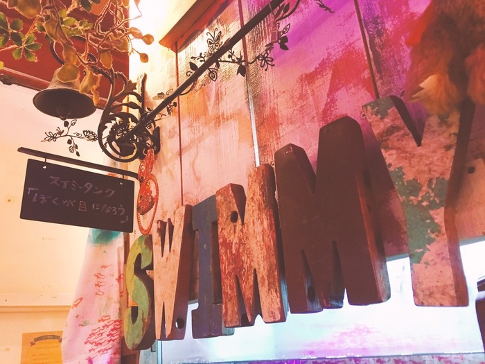 絵本の世界を楽しめるカフェ「ペンネンネネム」でもレオ=レオニ作品との出会いが待っています。