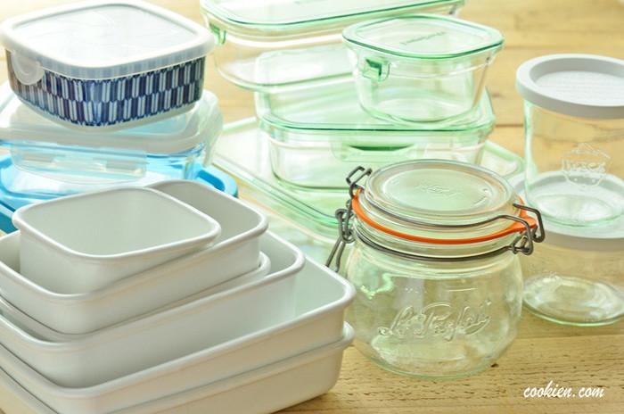 """「保存容器」と一言でいっても、材質やカタチなどいろいろですが、選ぶうえで大切なのは""""食品を美味しく、衛生的に保つこと""""。食品は空気(酸素)に多くふれると雑菌が繁殖し傷みやすくなるので、できるだけ""""密閉""""するのがポイントです。"""
