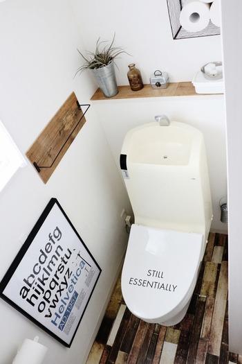 リメイクシートを使っておトイレをちょっぴりヴィンテージ感溢れるインテリアに。グリーンや雑貨などナチュラルな雑貨とも相性抜群です。