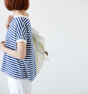 今年のファッションの傾向は、シンプル&ゆるく着こなすのが旬なようです。早速、おしゃれさんのコーディネートをチェックしていきましょう!