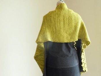 同じ編み方を繰り返すのでかっちりとした印象に。基本の編み方なので、これをマスターすればマフラーの他に、セーターや靴下なども作れるようになりますよ♪