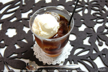 アイスコーヒーの上にアイスクリームをのせてコーヒーフロート風に楽しむのもおすすめです♪