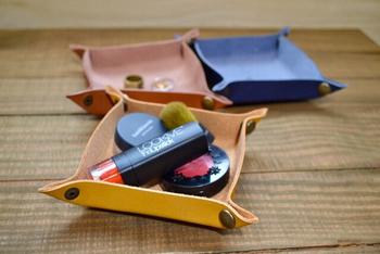 化粧品ややアクセサリーなどの小物を置いておくのに、とても便利。