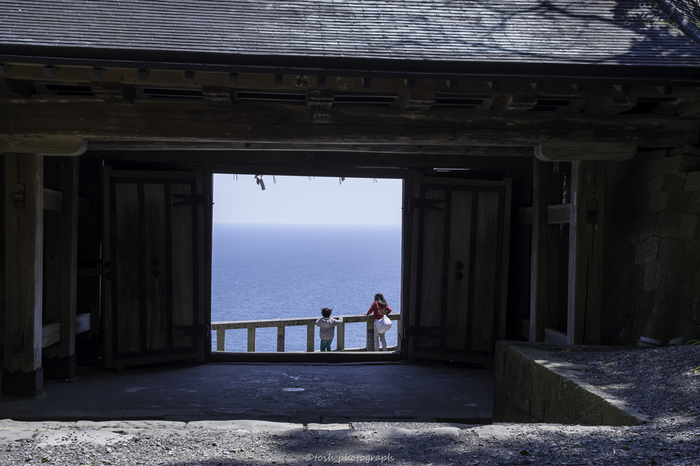 写真は静岡の「久能山東照宮」からの眺め。苦労してのぼったからこそ、この絶景がいつまでも心に残るのかもしれません。
