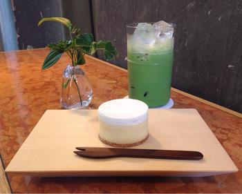 丸久小山園の抹茶を使った「アイス抹茶ラテ」のメニューも始まりました。