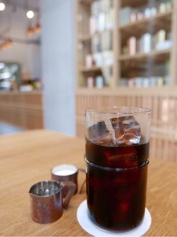 冷たいコーヒーも「中川ワニ珈琲」製。
