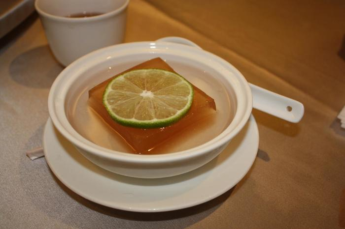 そのままではほとんど味がないので、シロップをかけていただきます。カロリーは米食と同じくらいで、昔は台湾の原住民の方たちは主食同様に食べていたようです。