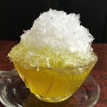 「渇きを癒やし、身体の熱を下げる」と言われる愛玉子。レモン味のカキ氷といっしょにいただく「チー氷」は、さらに夏にぴったり!チークリームとチー氷を組み合わせた「氷クリームチー」もありますよ。