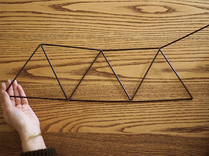 ③デザインに合わせて三角形を作っていきます。
