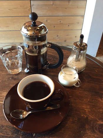 こちらのお店で提供しているコーヒーは、すべて厳選したスペシャルティーコーヒーのみを使用しています。コーヒー豆の産地と焙煎からこだわりぬいた、とっておきの一杯が味わえますよ♪都会の喧騒から離れてのんびり過ごせる、そんな贅沢な時間が味わえる素敵なカフェです。
