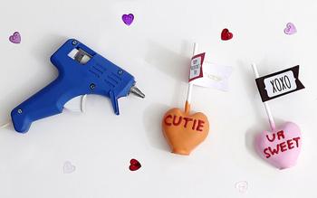 グルーガンは、DIYや手芸に欠かせない道具の1つ。飾りを巻き付けたり、差し込んだりして装飾していくだけ!とっても簡単ですね。