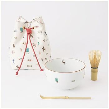 中川政七商店のモダンなお茶道具セット。 茶筅と茶杓・お茶碗とそれらを収めるのにぴったりな巾着と初めてのお茶道具としても嬉しいセット。奈良絵を元にしたほっこり可愛らしい絵柄がモダンです。