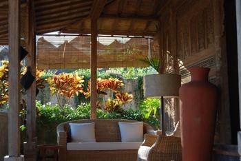 ラタンのソファと合わせれば、アジアンリゾートの雰囲気に♪