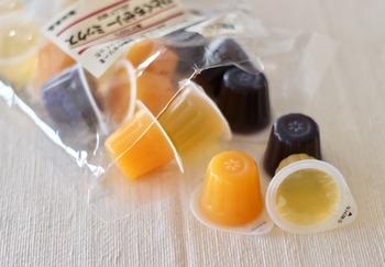 人気の3種類、ぶどう、みかん、りんご味がたくさん入った、大袋の「ひとくちゼリーミックス」もありますよ。