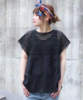 黒も透け感のあるタイプなら涼しげです♪シックになりすぎないように小物で色を足せばより素敵に着こなせます。