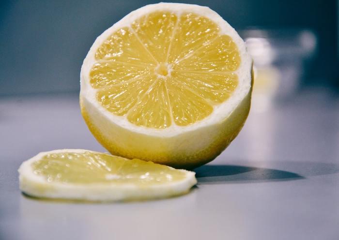 皮までまるごと美味しい!おかずにスイーツ、ドリンクまで「国産レモン」レシピ帖