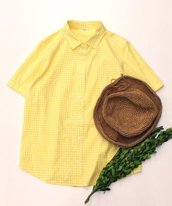 パワフルなビタミンカラーがよく似合う夏。すっきりとイエローアイテムを着こなすために、どんなものを合わせていったらよいのでしょうか?