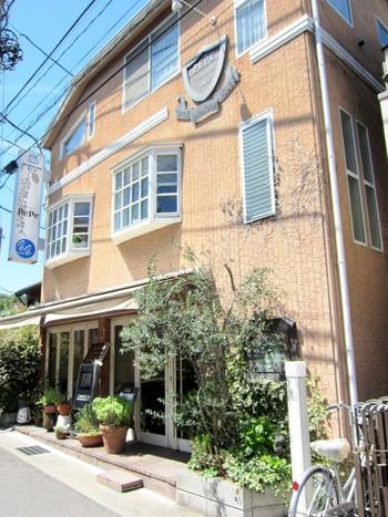 鎌倉駅西口、御成商店街から少し奥に入った路地にある、「スパイスハウスペペ」は、町になじむおしゃれな喫茶店という雰囲気。オープンエアーでとても気持ちの良いスペースなんです。