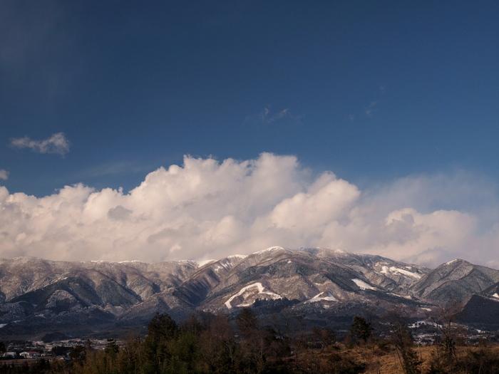 標高1255メートルの那岐山は、鳥取県智頭町と岡山県奈義町の境に位置しています。