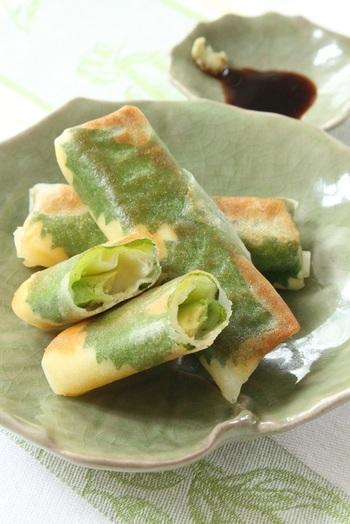 くるりと巻いて、焼き揚げるだけ。簡単に作れる大葉入り春巻きは、メインの一品にもおつまみにも。濃厚な味わいがヤミツキに!
