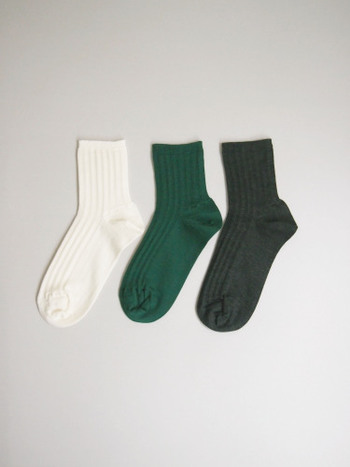 こちらは四足目に重ねるメリノウールの靴下。一番最後に重ねる靴下は、少しおしゃれなものを選びたいですね。