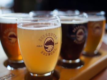 ビールのつくり方には大きく2種類あり、普段飲んでいる「ラガービール」と「クラフトビール」に多くみられる「エールビール」があります。