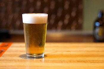 夏が来ると飲みたくなるのが「ビール」。ビアガーデンもオープンし、毎日グビッと美味しいビールを頂きたいですよね。ところで、最近よく「クラフトビール」って耳にしませんか?
