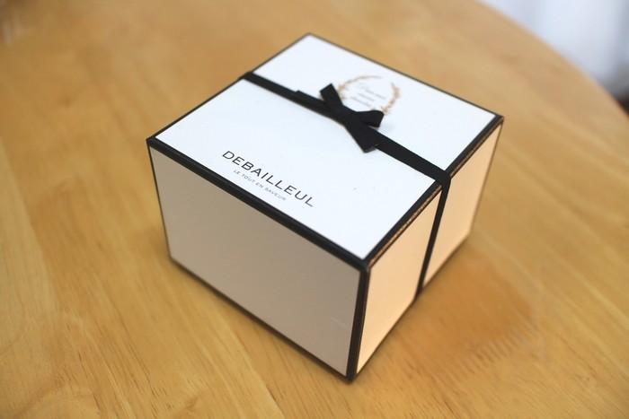 シンプルなのに洗練されたデザインのドゥバイヨルのパッケージ。開ける瞬間もワクワクします。