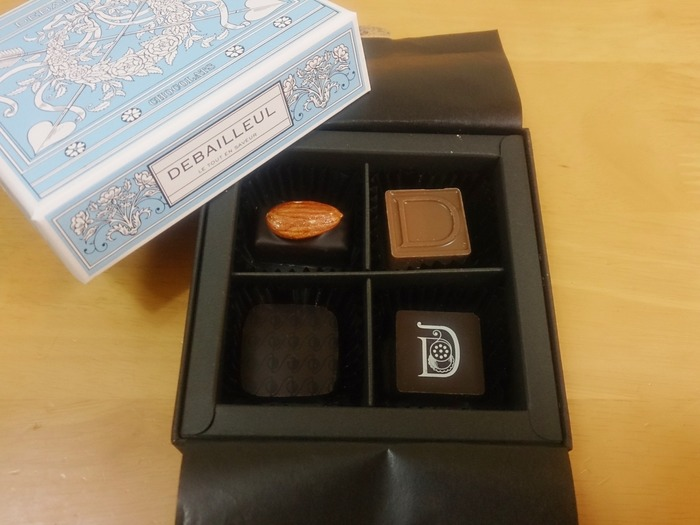 美味なチョコもさることながら、ヨーロッパのエスプリをふんだんに感じることができるパッケージは、宝箱にしたいかわいさです。