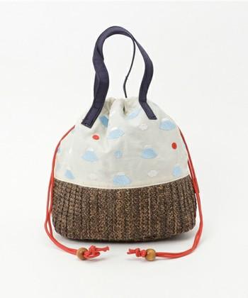 浴衣の定番バッグといえば「巾着」。華やかな花柄はもちろん、モダン柄ならおしゃれ感がアップしますよ♪