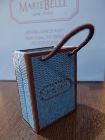 トートバッグの形をしたボックスもオンラインショップで購入可能!ちょっとしたプレゼントに最適です。