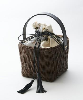 浴衣にぴったりのかごバッグは、定番の「竹かご」から「蓋つき」、普段づかいのものまで幅広く合わせることができますよ。スクエア型や巾着入りなら、より浴衣との相性抜群に。