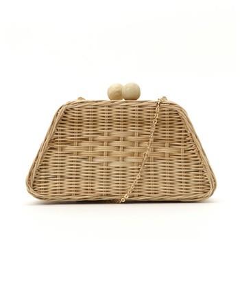 ちょこんと持つクラッチバッグは、浴衣姿をより上品な雰囲気にしてくれます。夏らしいかご素材なら、浴衣にもぴったり♪