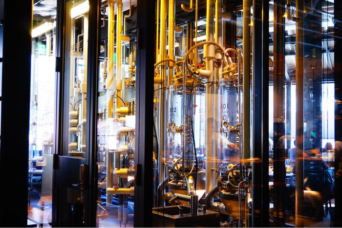 その人気の秘密はなんと、店内に醸造所があり、そこで様々な種類のクラフトビールが作られているからなんです!