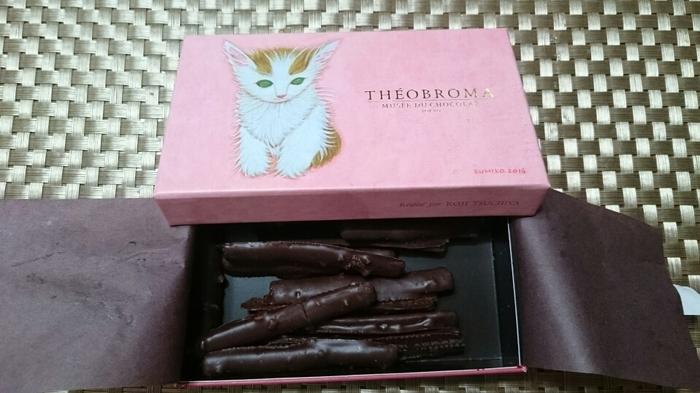 テオブロマではキャビア缶の他にもこんなかわいらしい猫のパッケージのチョコもあるんですよ。猫好きにはたまらない逸品ですね。