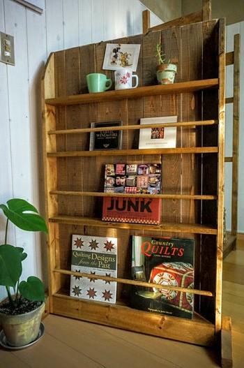 ブックシェルフをパーテーションに。 好きな洋書や絵本を飾ればお気に入りのスペースになりそうです。