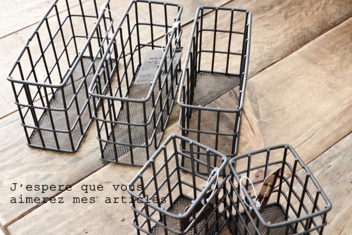 アイアンのボックス型もあります。こちらはアイアンバスケットSとワイド。