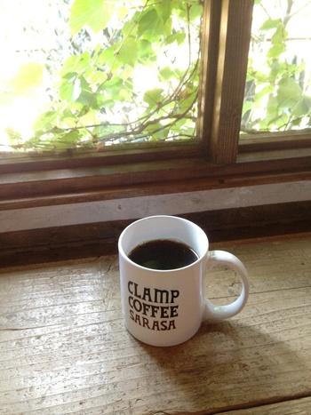 コーヒーの種類は、ブレンドからシングルオリジンまで豊富にラインナップされています。こちらのお店ではコーヒー豆の産地に合わせて焙煎し、挽きたての豆で美味しいコーヒーを淹れてくれます。イートインはもちろん、全品テイクアウトもOK。