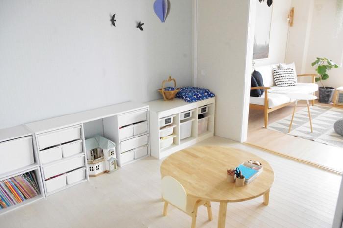 北欧風の洗練されたお部屋にもグレーがしっくり馴染んでいます。