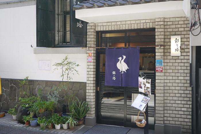 昭和30年創業の、シチュー専門店。 歌舞伎座近くということもあり、多くの役者さんに愛されたお店です。 今でもメニューは、シチューとグラタンのみ。こだわりの味が楽しめます。