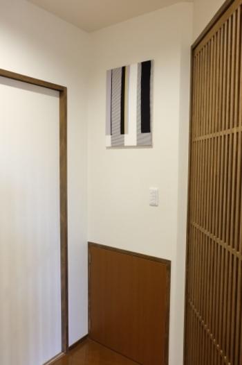 素材が発泡スチロールと軽いので、壁にかける時も楽チンにできちゃいます。それもDIYの良いところですね。