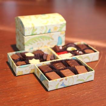 こだわりぬいた手作りチョコレートはどれも幸せになるお味です。