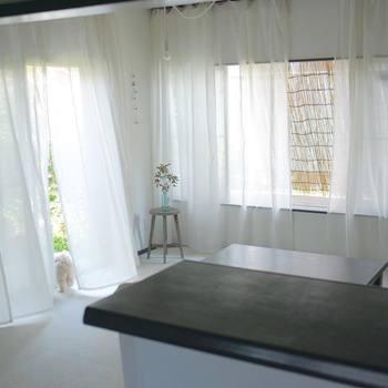 糸さんの暮らしは、いつも清涼な風がお部屋の中を通り抜けているような透明感のある雰囲気を感じます。いつも大きく窓を開け、新鮮な空気に満ちているのはとても気持ちが良いものですね。