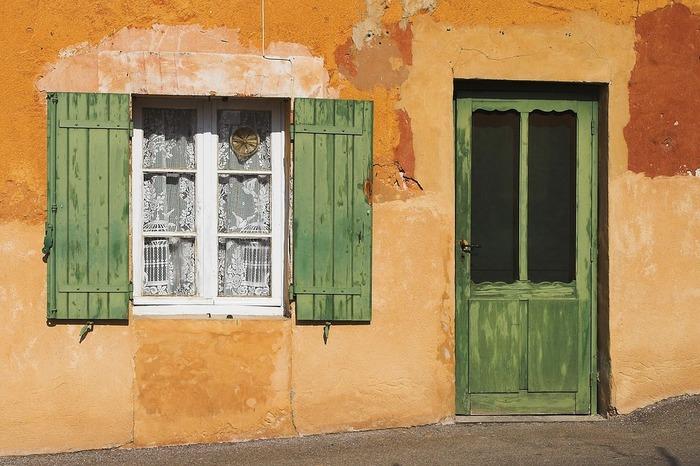 いかがでしたでしょうか?南仏インテリアコーディネートは、ぬくもり感と華やかさを合わせ持っているコーディネートです。