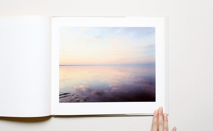 嫌なことがあった日も、これを眺めていれば心が広くなりそうですね。実際に海まで行かなくても、本を開けば素敵な風景が広がります。